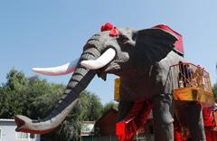 8米高机械大象亮相玉渊潭公园