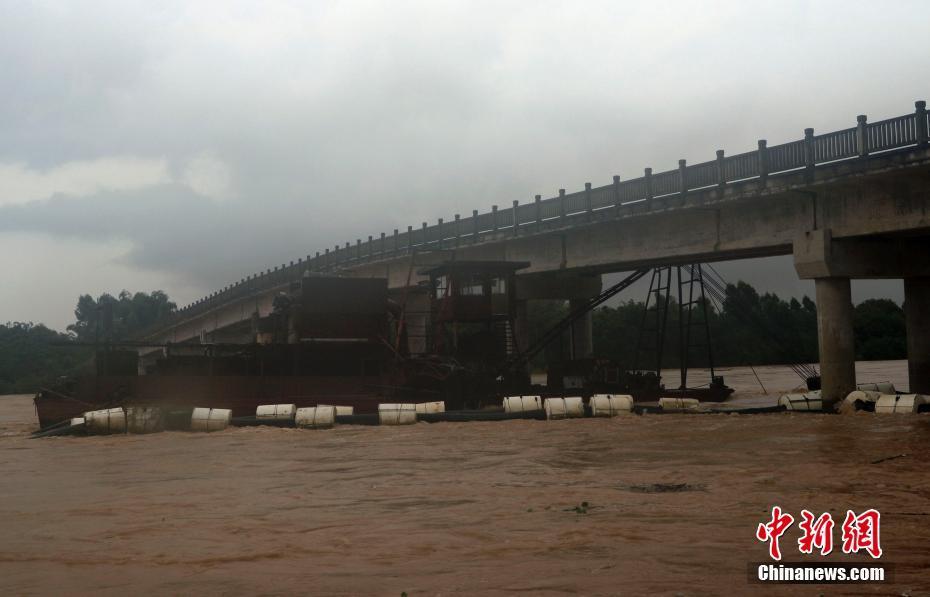 7月4日,广西北海市合浦县石康镇天堂村白步桥下一艘