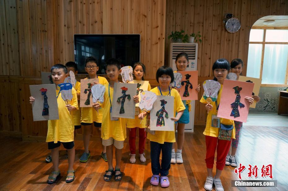 海外华裔青少年桂林学习绘画京剧脸谱图片