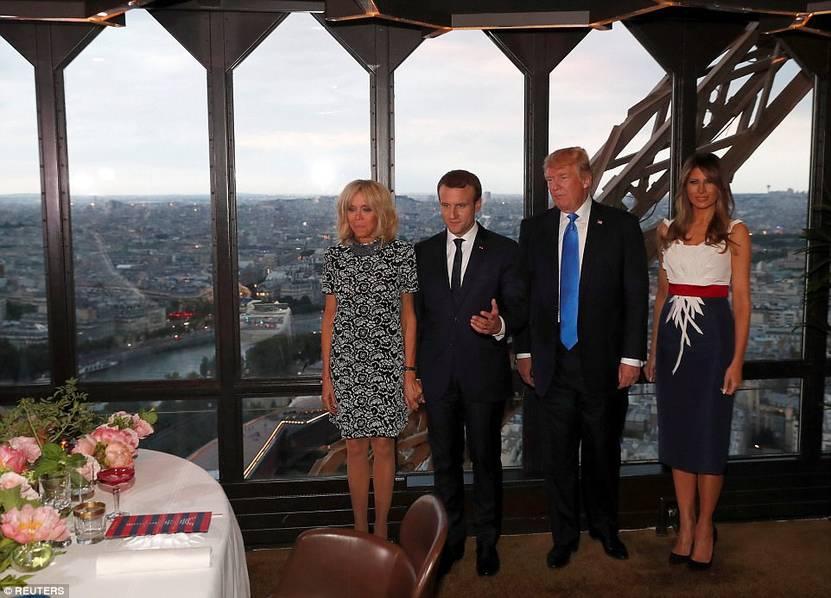 特朗普夫妇与马克龙夫妇在巴黎铁塔共进晚餐