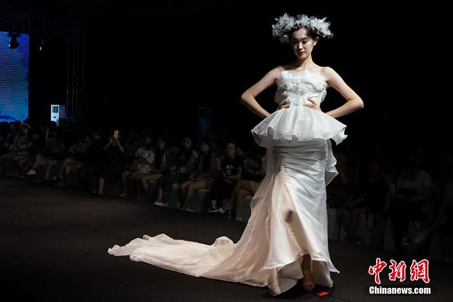 婚纱礼服设计大赛决赛暨颁奖典礼在苏州举行,吸引了来自北京服装学院