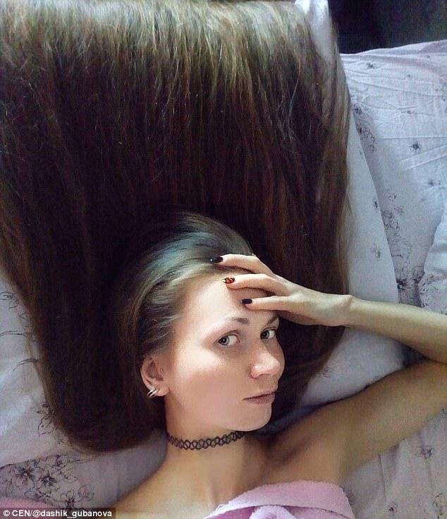 俄罗斯美女14年未剪头发 垂到脚踝图片