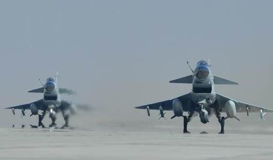 战机进行超低空突防