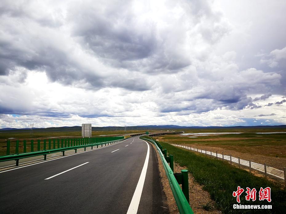 青海共玉高速公路建成通车 沿线风景如画_图片频道