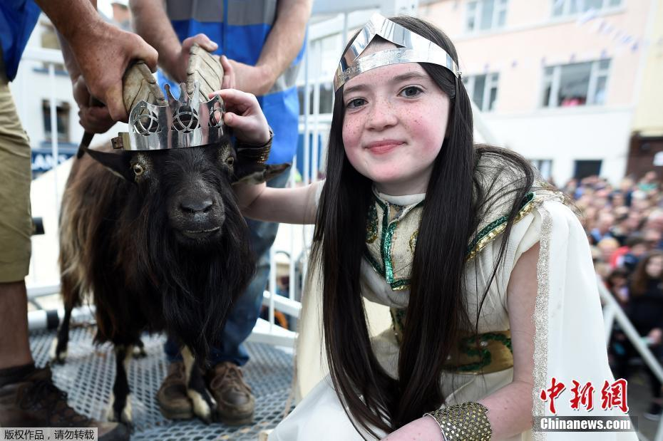 """爱尔兰庆祝帕克节 """"山羊王""""""""迎娶""""女学生"""