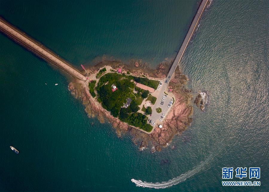 青岛市地处山东半岛东南部沿海,是全国首批沿海开放城市,国家历史