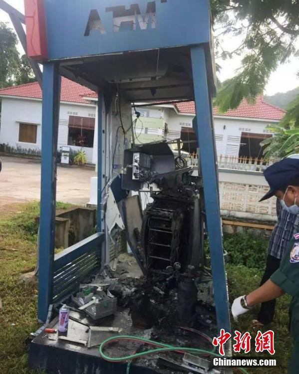 柬埔寨一男子炸烂提款机抢走1万多美元