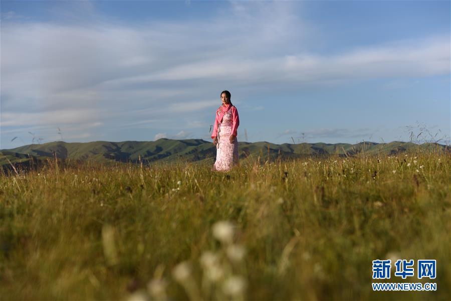 上海音乐学院教授于丽红在听到玉珍嘹亮的歌声后,认为她是天赋极佳的