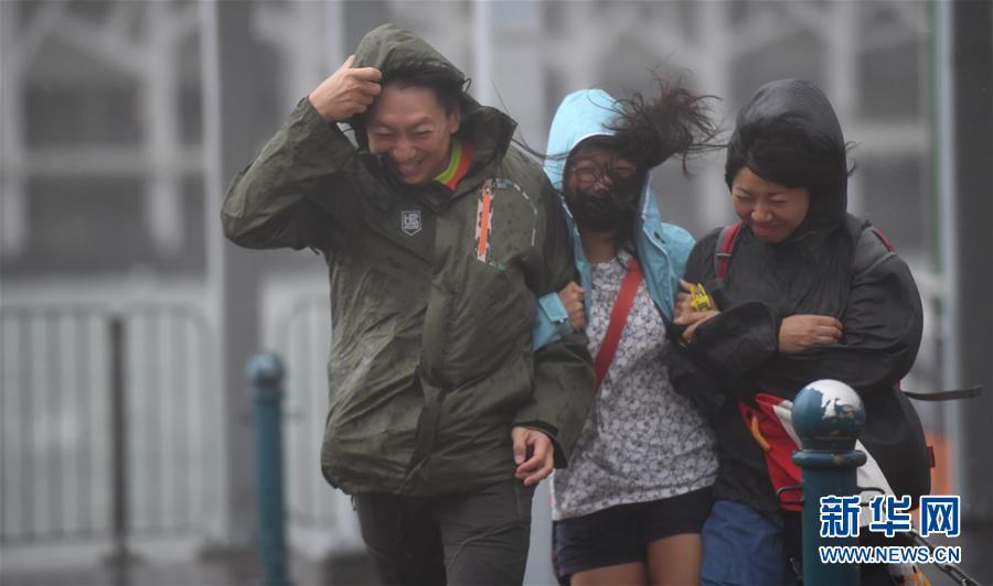 """(环境)(1)香港受台风""""天鸽""""影响"""