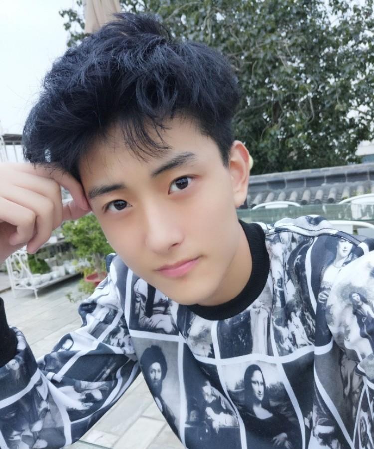 北电新生报道,王俊凯的同学里有这么多艺人和网红啊图片