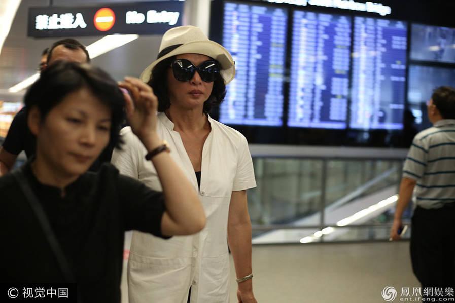 强图打榜 >> 正文    9月17日,金星现身机场,这也是她疑遭靳东暗讽后