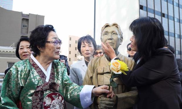 国旧金山市慰安妇雕像揭幕.jpg