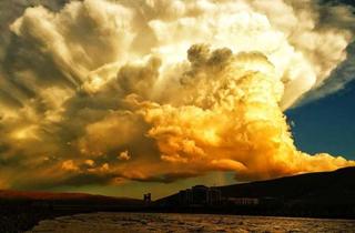 """美呆了!阿坝县出现超美""""爆炸云"""""""