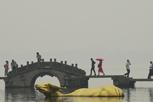 杭州气温回升 灰霾不散