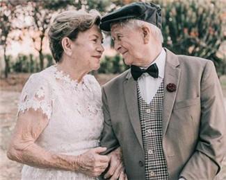 巴西夫妇结婚60年补拍婚纱照