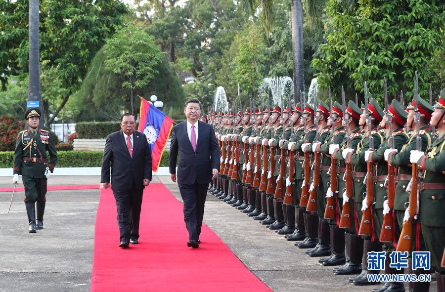 习近平同老挝人民革命党中央委员会总书记、国家主席本扬举行会谈