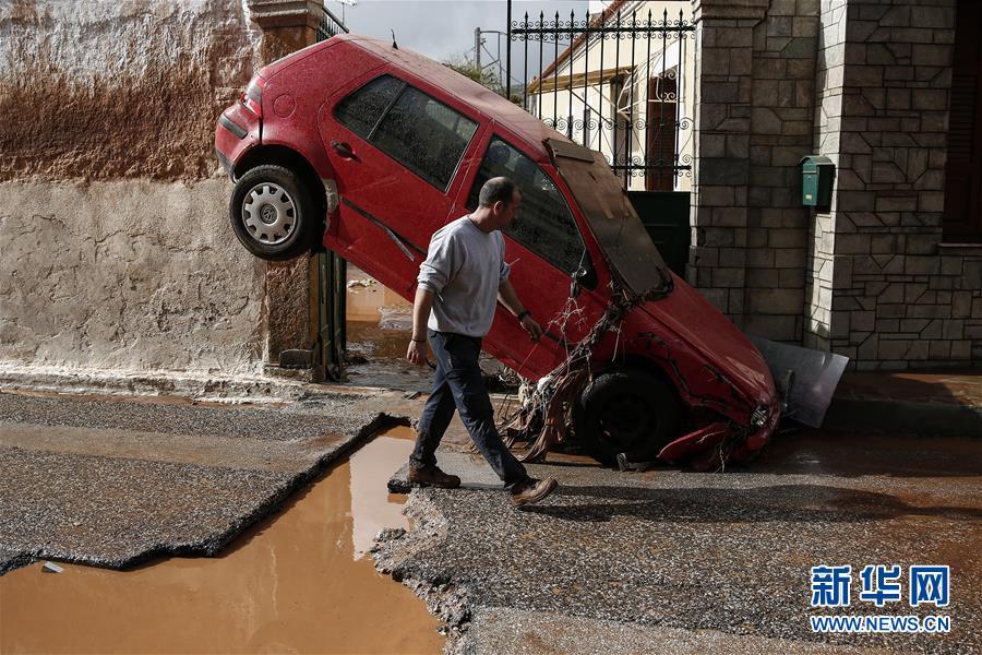 希腊下暴雨引发的水灾致5人死亡