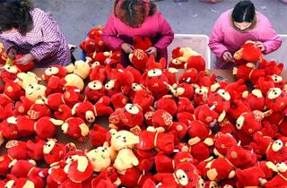 生肖狗玩具生产忙.png