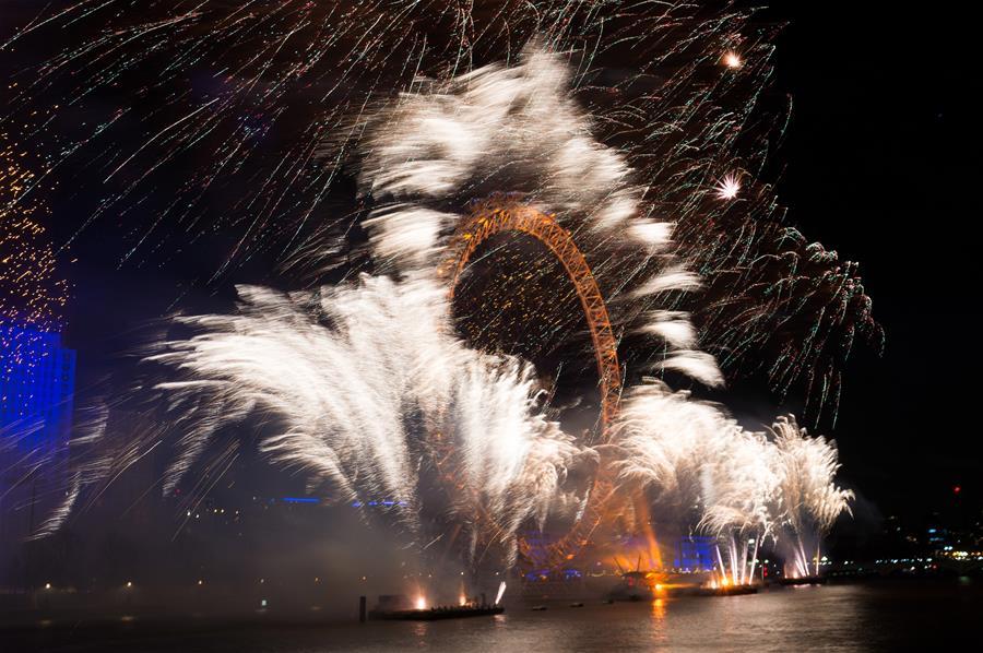 (国际)(1)伦敦:焰火迎新年