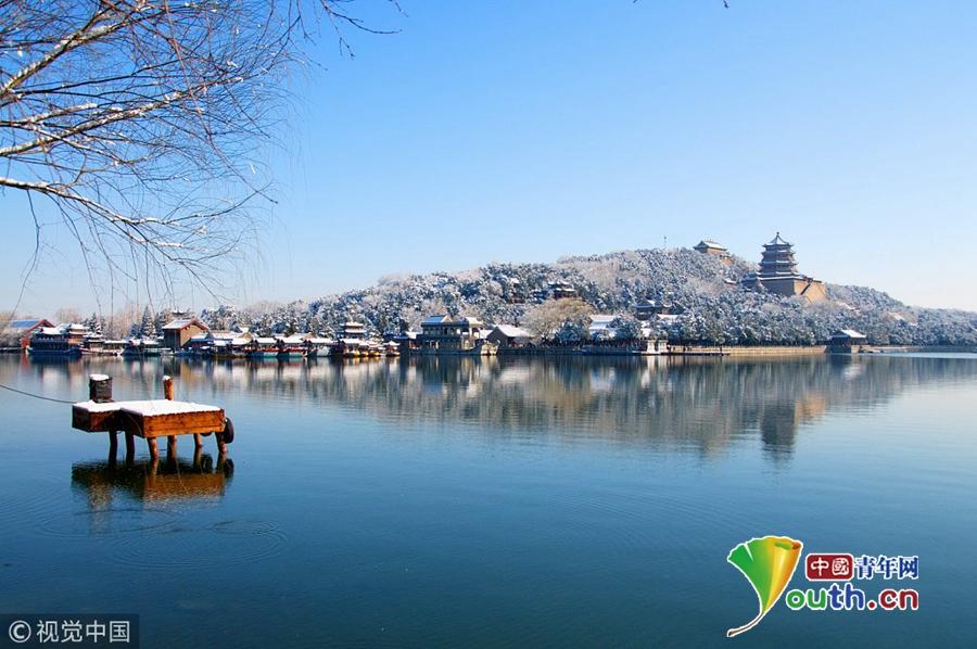 2013年3月20日,一场春雪后,颐和园昆明湖畔的秀丽景色.