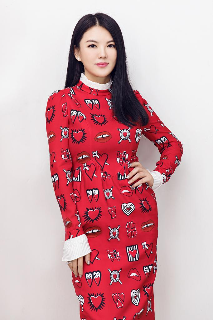 李湘瘦身照片_李湘瘦身成果显著 穿糖果风红裙娇艳似少女