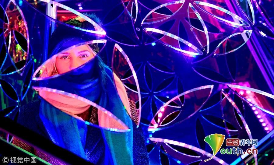 写冬天的英�y/g9��_英码头举行冬季灯光节 令人仿佛置身科幻世界