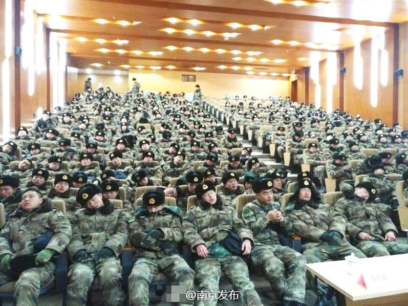 南京官兵休息照走红_新闻频道__中国青年网