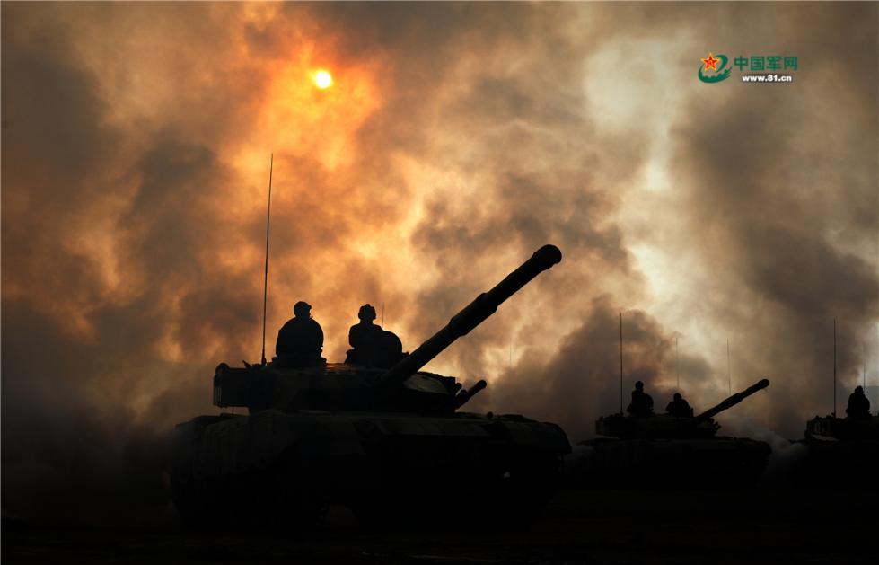 陆军第76集团军某旅在大漠戈壁展开各兵种专业训练