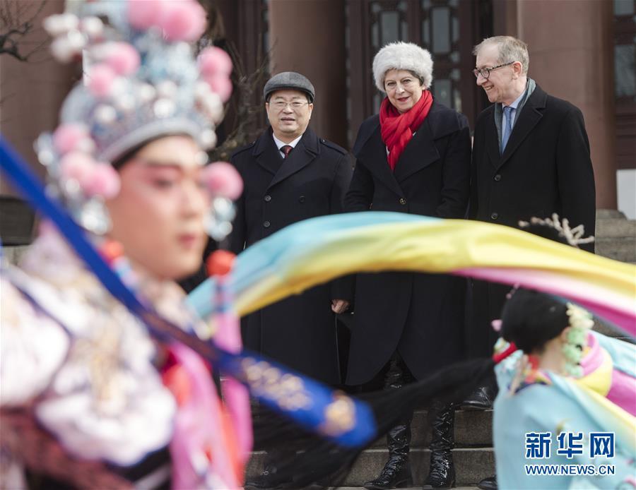 (时政)英国首相特雷莎·梅参观武汉黄鹤楼
