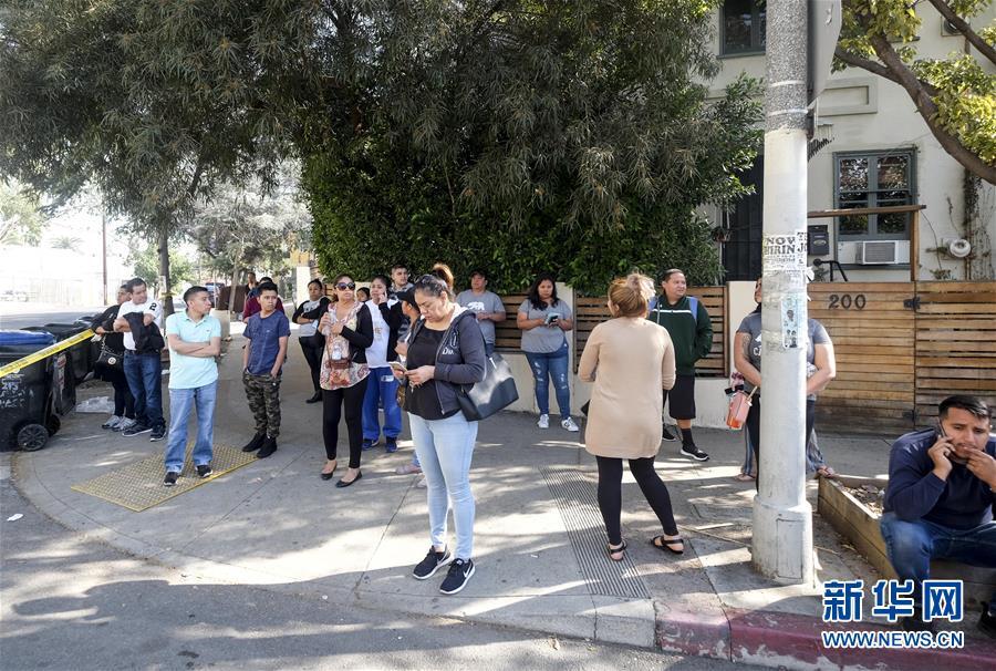 (国际)(2)美国洛杉矶一所中学发生枪击事件