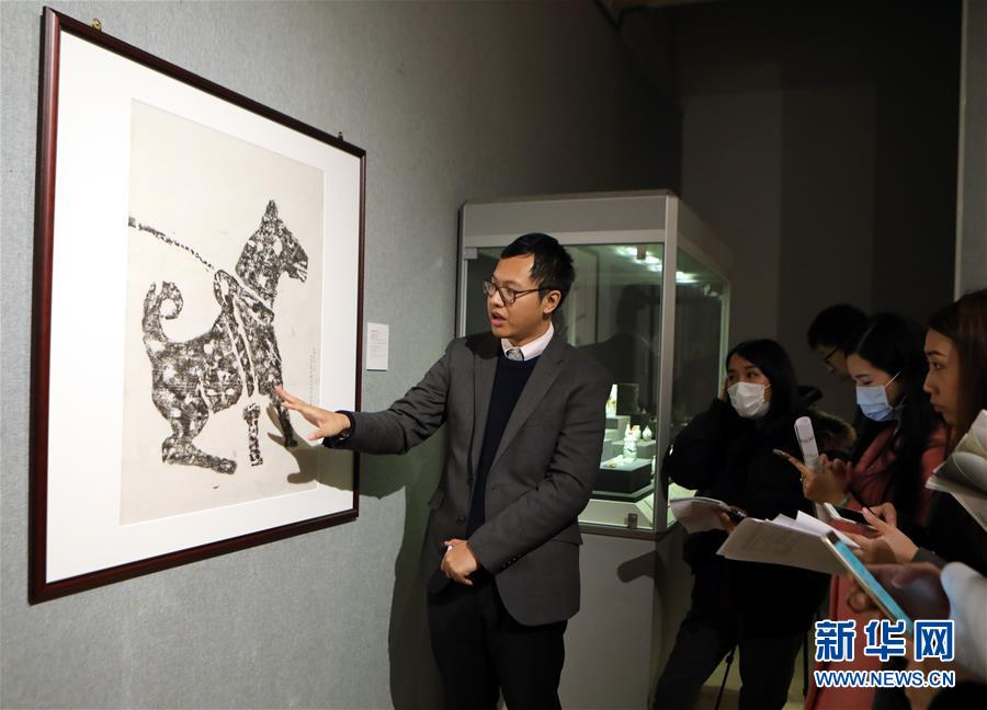 """(文化)(1)香港中文大学文物馆举办""""戊戌说狗""""展览"""