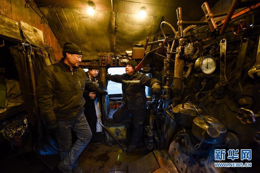 (新春走基层)(14)蒸汽机车司机的最后守望
