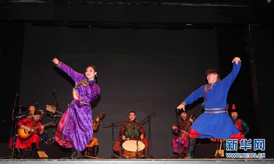 """(XHDW)""""欢乐春节·美丽的草原我的家""""在黑山举行"""