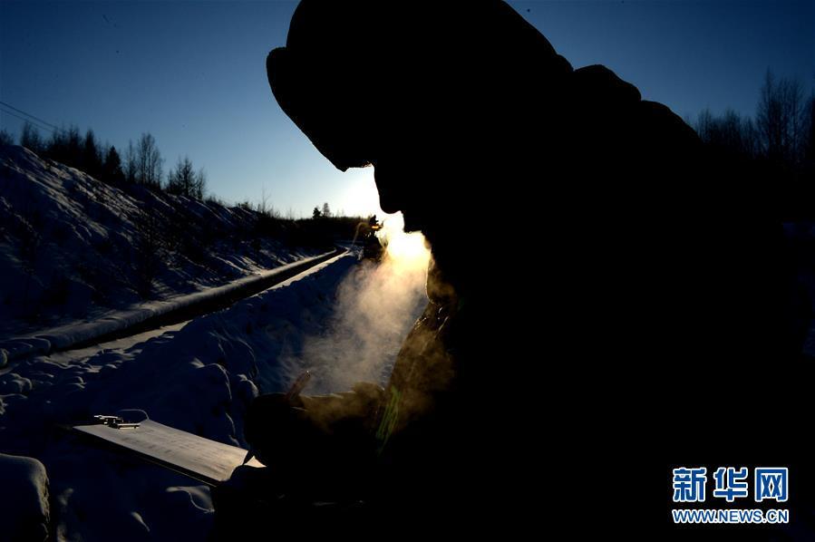 """(走基层 听民声・图文互动)(7)零下40多摄氏度的空气是什么味道?――访中国""""北极""""养路工"""