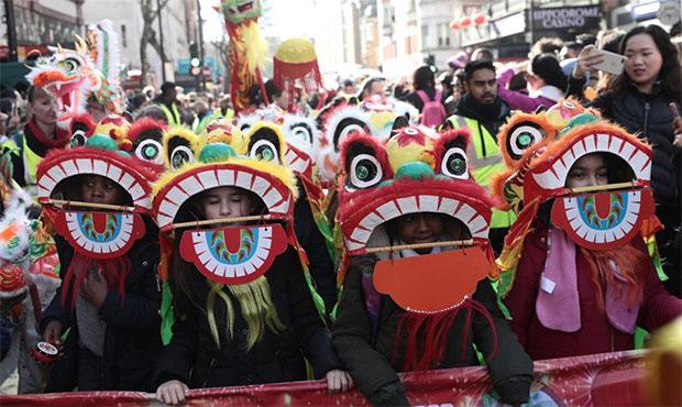 欧洲多国舞龙舞狮庆祝中国春节.jpg