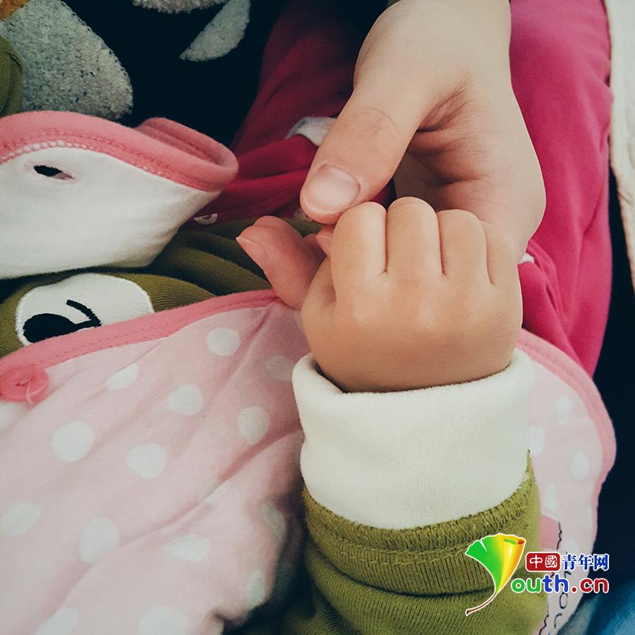 牵妈妈的手:定格在沁润着母爱的年轮
