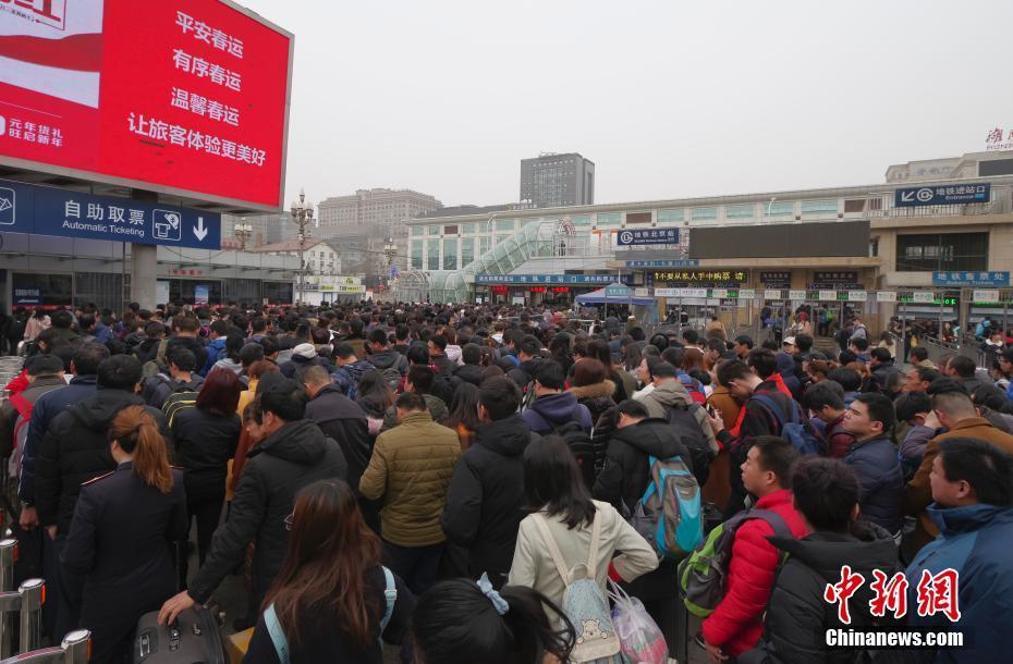 北京站迎节后返京客流高峰_新闻频道__中国青年网