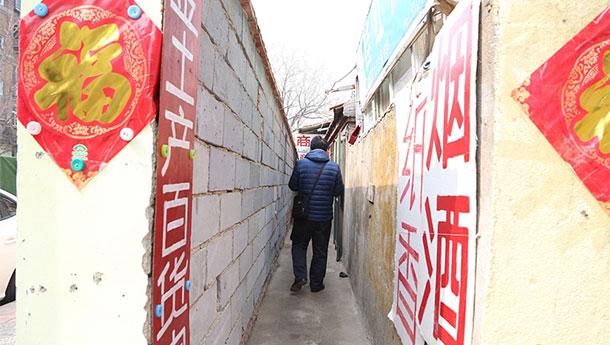 """济南出现""""最窄巷""""-最窄处仅有80厘米.jpg"""