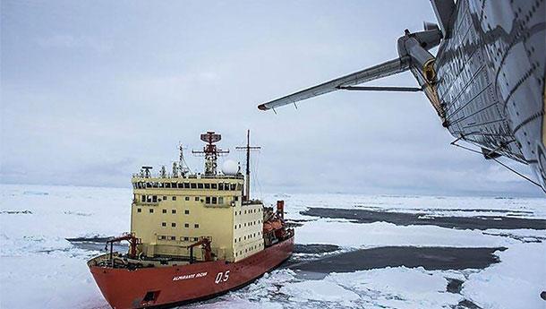 美国科学家被困南极洲-阿根廷海军破冰营救.jpg