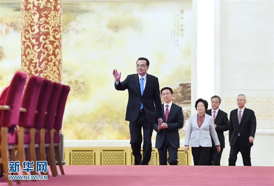 (两会)(4)国务院总理李克强等与中外记者见面