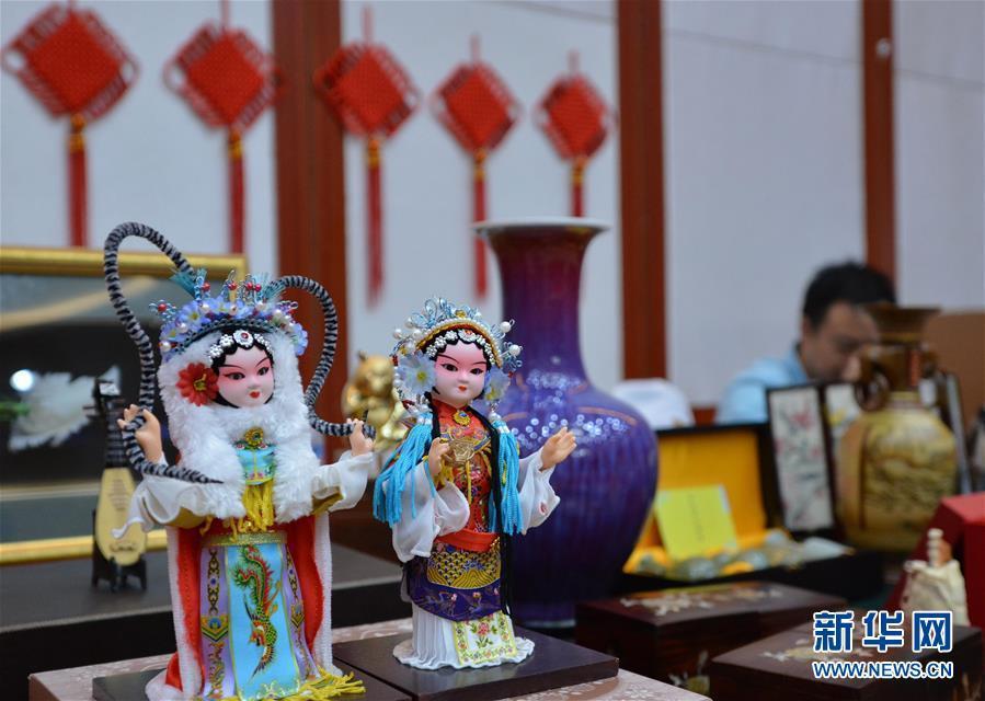 (国际)(2)首届澜湄活动周在老挝首都万象举行