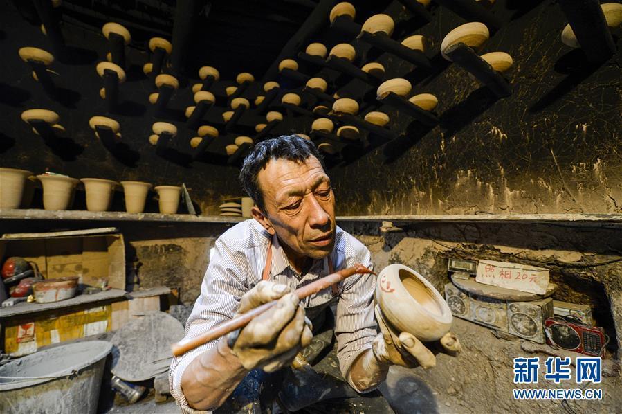 (图片故事)(2)喀什土陶守望者:解不开的泥巴情缘