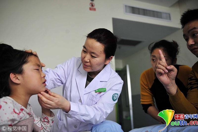 """图片故事:一位儿童眼科医生的""""双城记"""""""