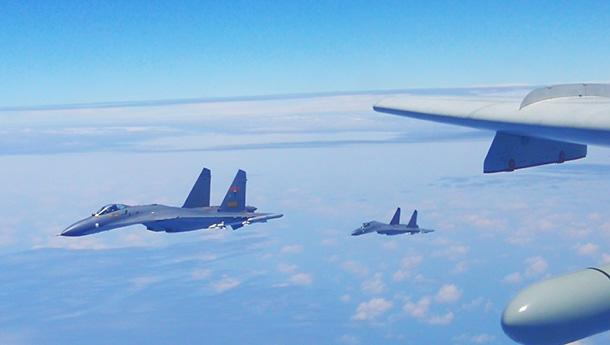 中国空军轰6K等多型战机绕岛巡航高清图发布.jpg