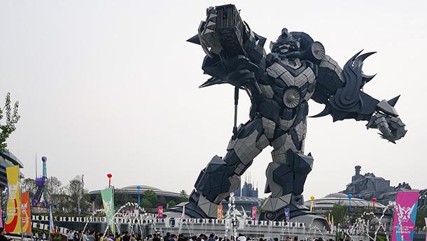 身高53米钢结构机器人亮相贵阳-耗资一亿多.jpg