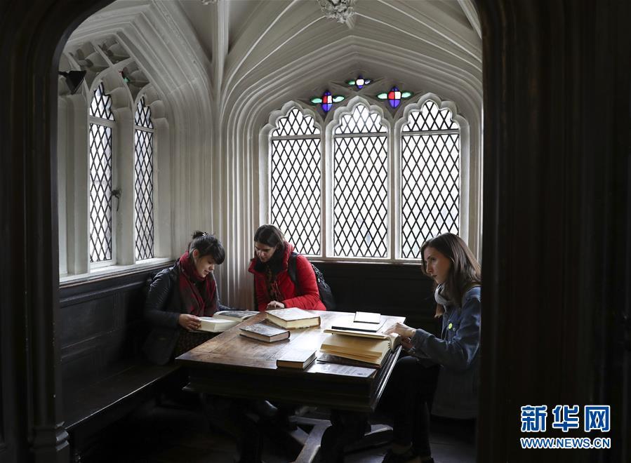 (国际)(1)在英国切塔姆图书馆探访马克思的书桌