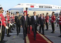 李克强抵达雅加达对印尼进行正式访问.jpg