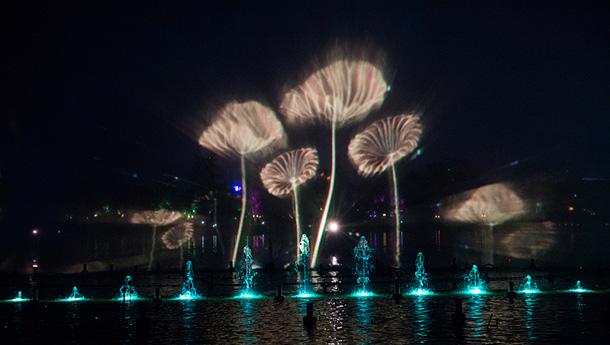 """济南""""明湖秀""""震撼上演-光与水交融呈现极致美景.jpg"""