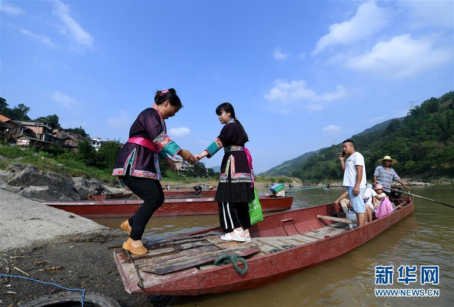 强图打榜 >> 正文    6月9日,在广西柳州市三江侗族自治县洋溪乡勇伟