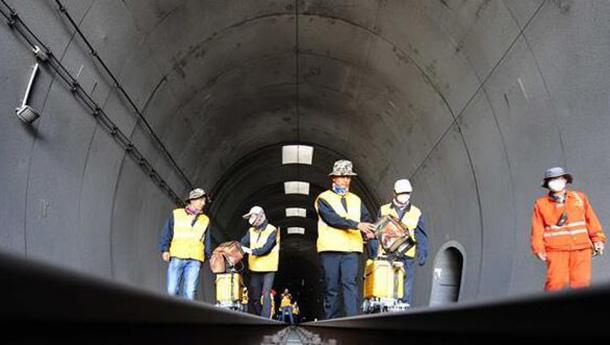 守护世界最长高原铁路隧道.jpg
